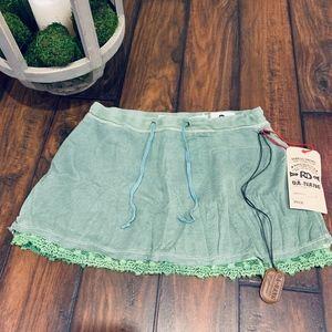 *NEW WITH TAGS*Da-Nang 100% Silk Green Skirt-SMALL